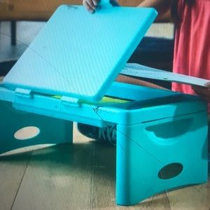 Foldable lap and travel desk